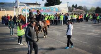 À pied, à cheval, à vélo, à trottinette, en poussette ou en fauteuil roulant, ils étaient 207 pour la Marche solidaire / Photo DDM